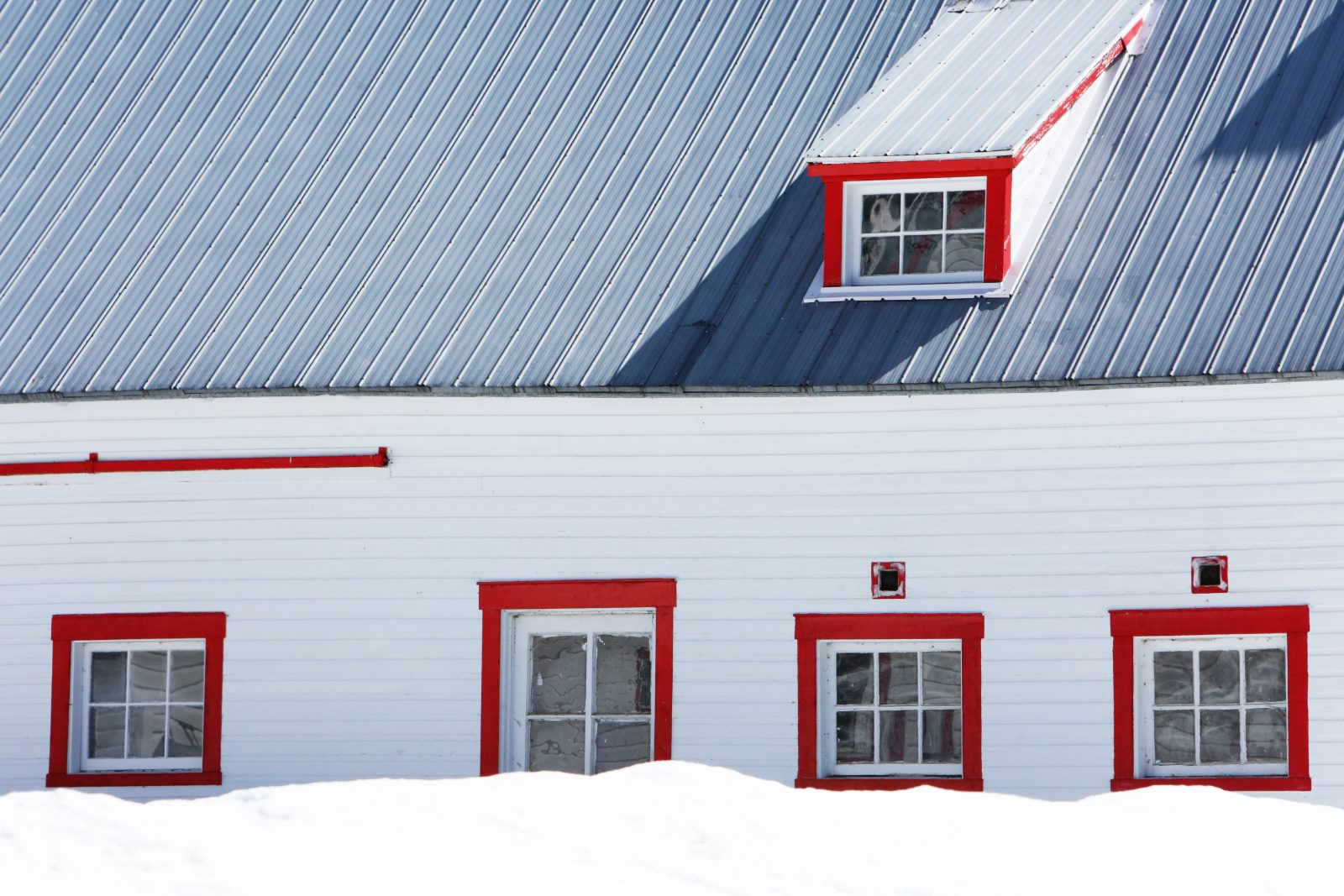 Fresh Red Windows - Free Stock Photos | Life of Pix KG86